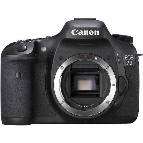 Canon EOS 7D Digital SLR Camera with 28-135mm Lens & Deluxe Accessory Kit