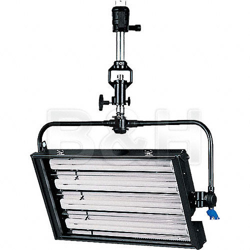 DeSisti De-Lux 4-Tube Dimmable Fluorescent Fixture (DMX, Pole Operated)