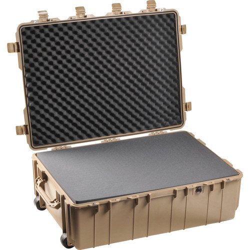 Pelican 1730 Transport Case with Manual Purge Valve (Desert Tan)