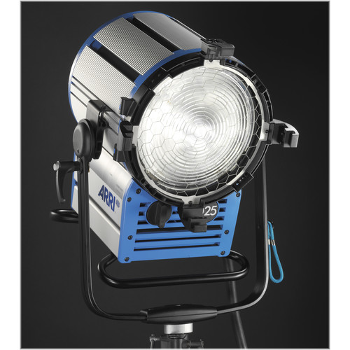 ARRI True Blue D25 2500W HMI Fresnel (Black)
