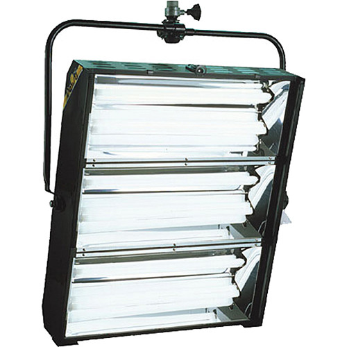 DeSisti DE-LUX 120 V 6 x 55 DMX Symmetrical Reflector (Pole Operated)