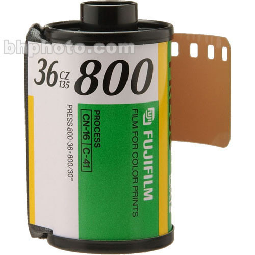 Fujifilm Fujicolor Superia X-TRA 800 Color Negative Film (35mm Roll Film, 36 Exposures, Short-Dated 08/18)