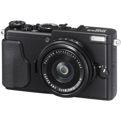 Fujifilm X70 Digital Camera Deluxe Kit (Black)