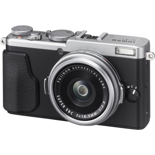 Fujifilm X70 Digital Camera Deluxe Kit (Silver)