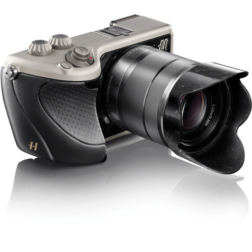 Hasselblad Lunar Mirrorless Digital Camera with 18-55mm Lens (Black Italian Leather)