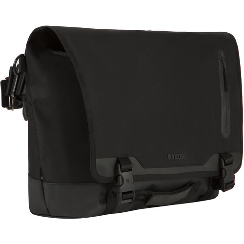 Incase Designs Corp Sport Messenger Bag (Black)
