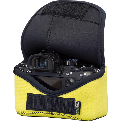 LensCoat BodyBag M for Sony Alpha a7 III, a7R III, a9 (Realtree Yellow)