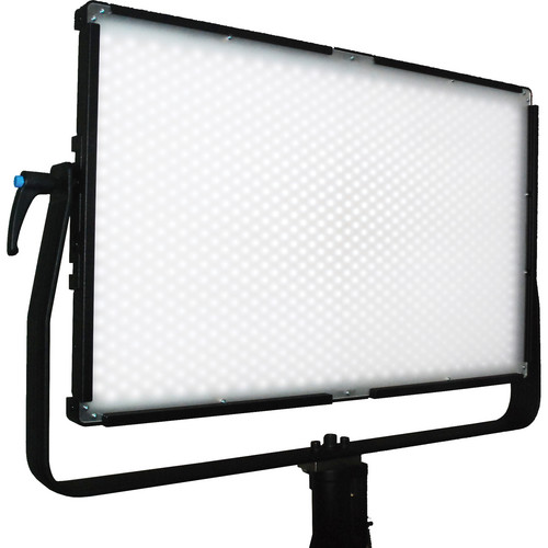 Lumos 700F LED Light with Diffusion Lens (3,200K)