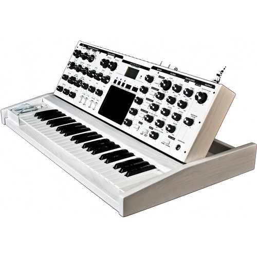 Moog Minimoog Voyager Monophonic Synthesizer (Performer Edition, White)