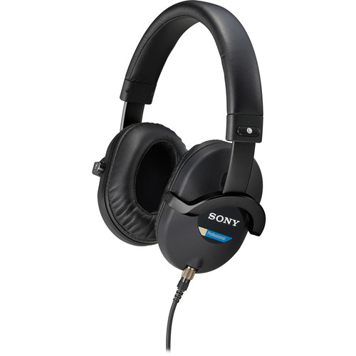 Sony MDR-7520 Headphones with Carrying Case Kit