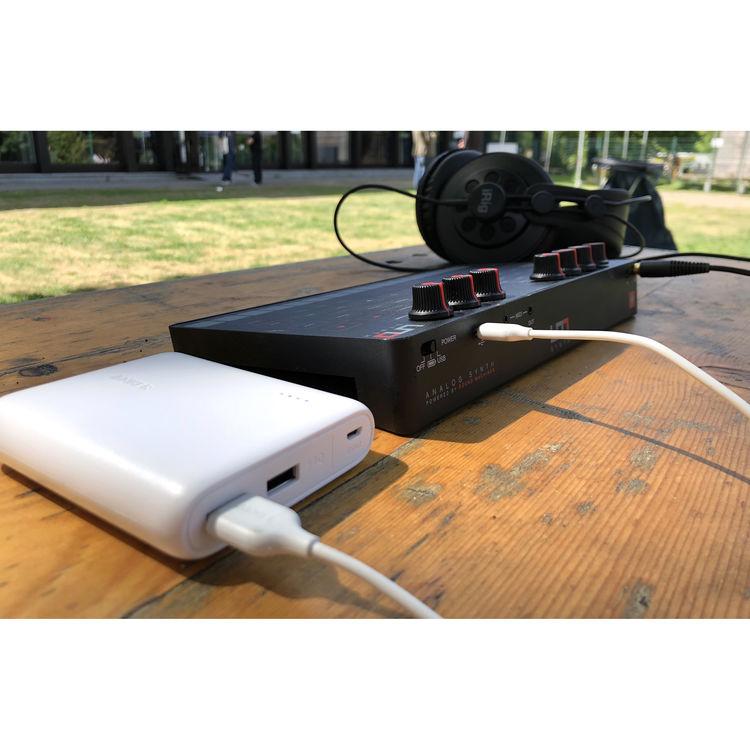 IK Multimedia UNO Synth Portable Monophonic Analog Synthesizer